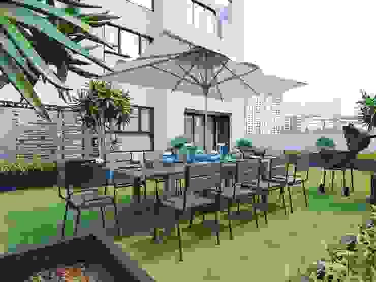 Modern Garden by ICON INTERIOR Modern