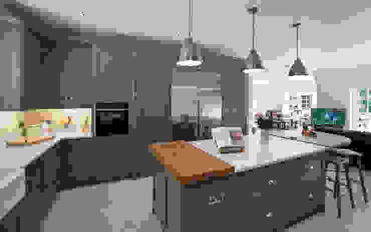 Industrial type kitchen by John Ladbury par John Ladbury and Company Industriel Bois Effet bois