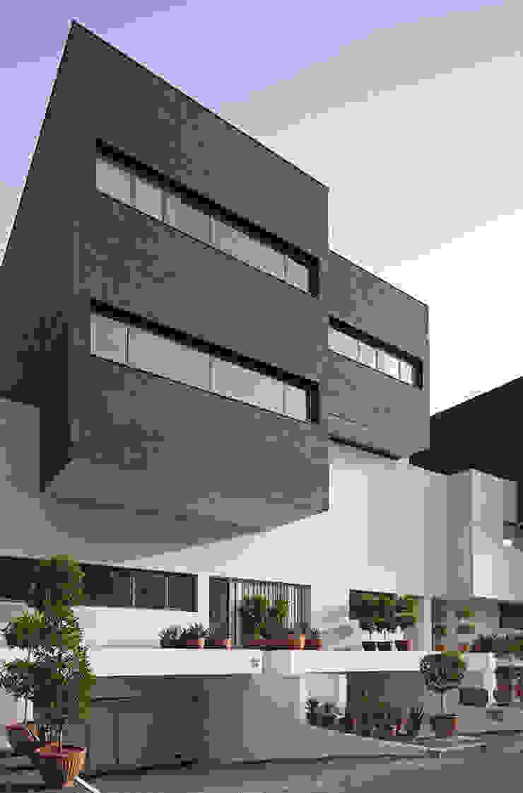 Minimalist house by AGi architects arquitectos y diseñadores en Madrid Minimalist Concrete