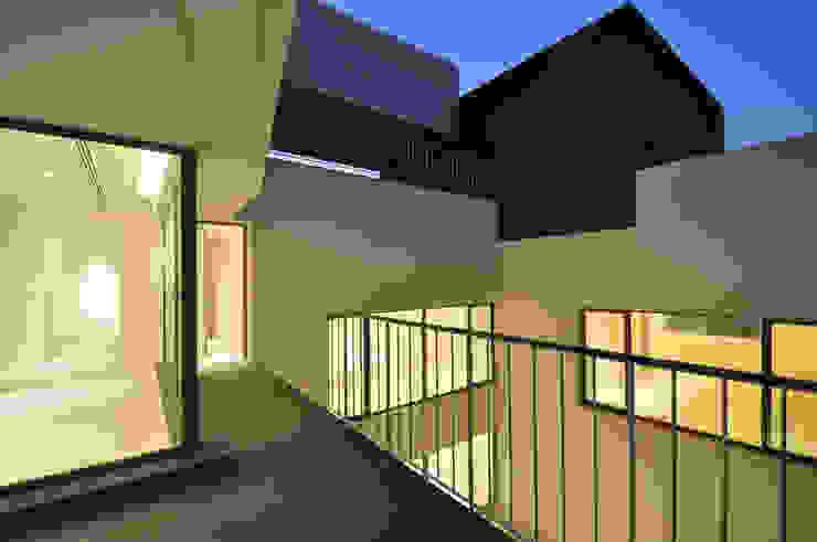 Balcon, Veranda & Terrasse minimalistes par AGi architects arquitectos y diseñadores en Madrid Minimaliste Béton