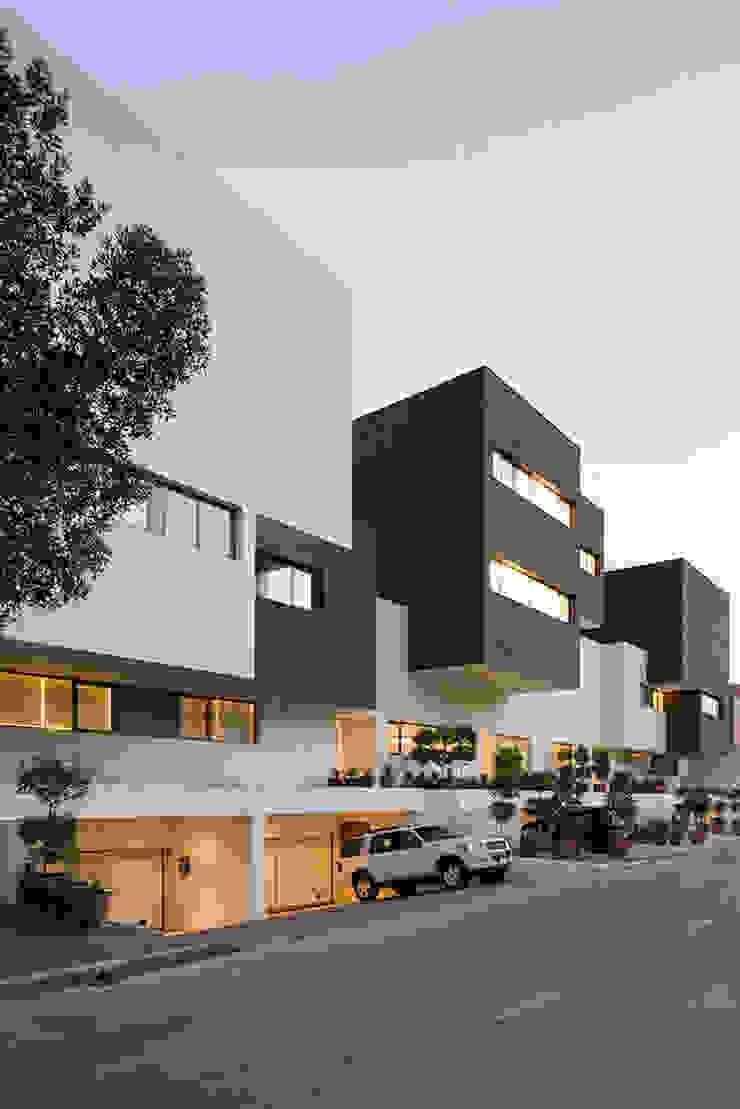 AGi architects arquitectos y diseñadores en Madrid บ้านระเบียง คอนกรีต Black
