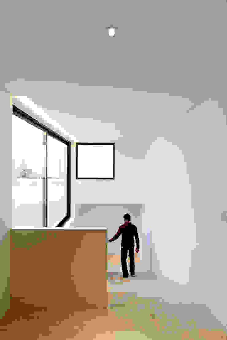 ミニマルスタイルの 玄関&廊下&階段 の AGi architects arquitectos y diseñadores en Madrid ミニマル コンクリート