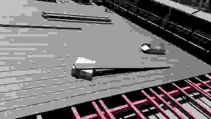 Proceso de instalación de Deck de WPC Las Américas para edidificio de departamentos de Constructora Las Américas S.A. Moderno Compuestos de madera y plástico