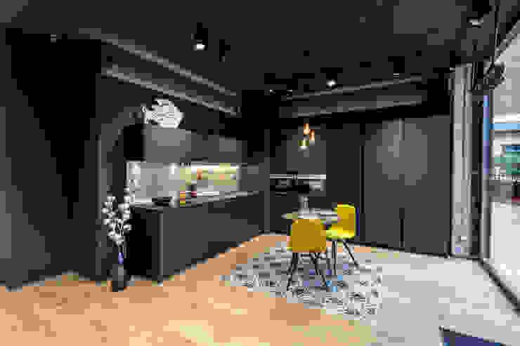 SANTOS VAGUADA KitchenCabinets & shelves Black
