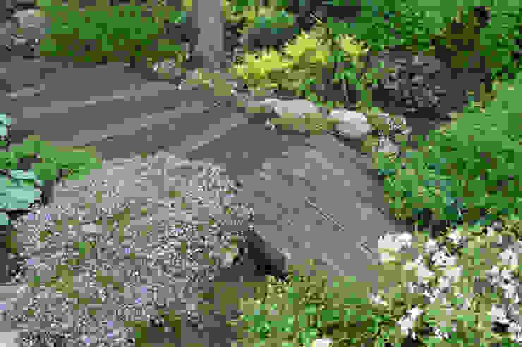 Барвиха01 Русско-Английский сад Дождевой сад открытый дренаж Сад в классическом стиле от ООО GeoGraffiti Классический