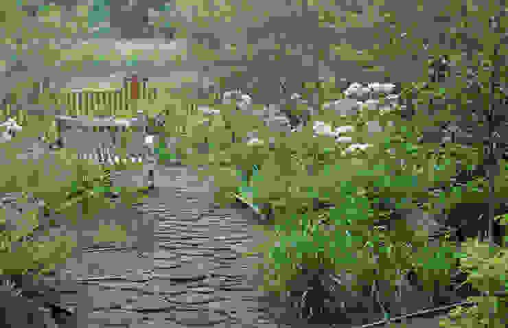 Барвиха01 Русско-Английский сад Сад в классическом стиле от ООО GeoGraffiti Классический
