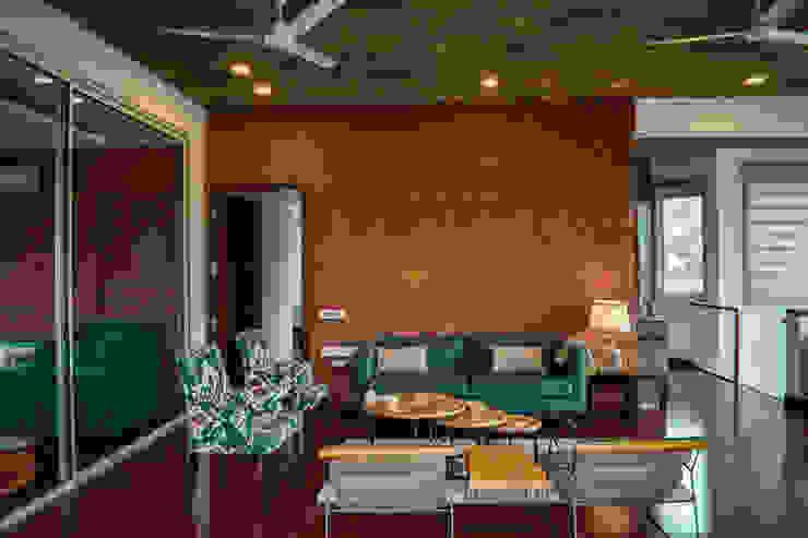 4 BHK luxury residential interior, location greater-kailash delhi Modern walls & floors by Eagle Decor Modern Bricks