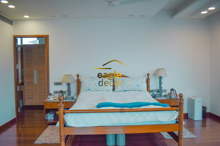 4 BHK luxury residential interior, location greater-kailash delhi   : classic  by Eagle Decor,Classic Solid Wood Multicolored