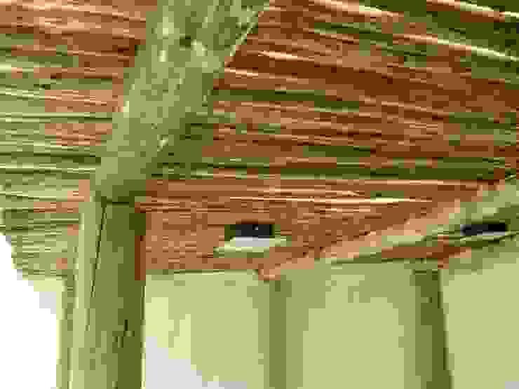Interior quincho en Paraná, Entre Ríos Metalúrgica Riviello Techos planos Madera Acabado en madera