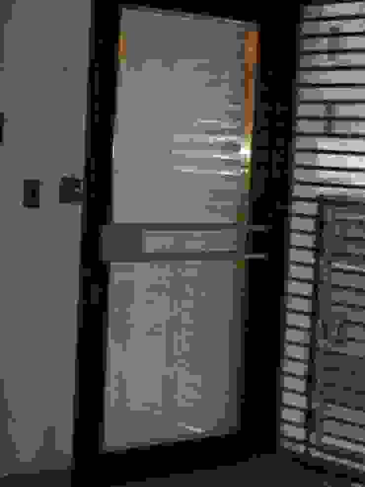 Detalle Puerta Acceso de GR Arquitectura Moderno Cobre/Bronce/Latón