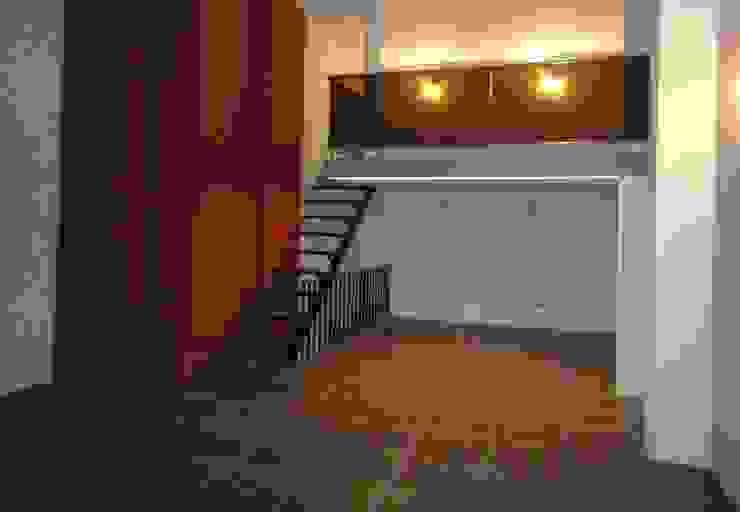 Vista a Entrepiso Estudios y despachos de estilo moderno de GR Arquitectura Moderno Ladrillos