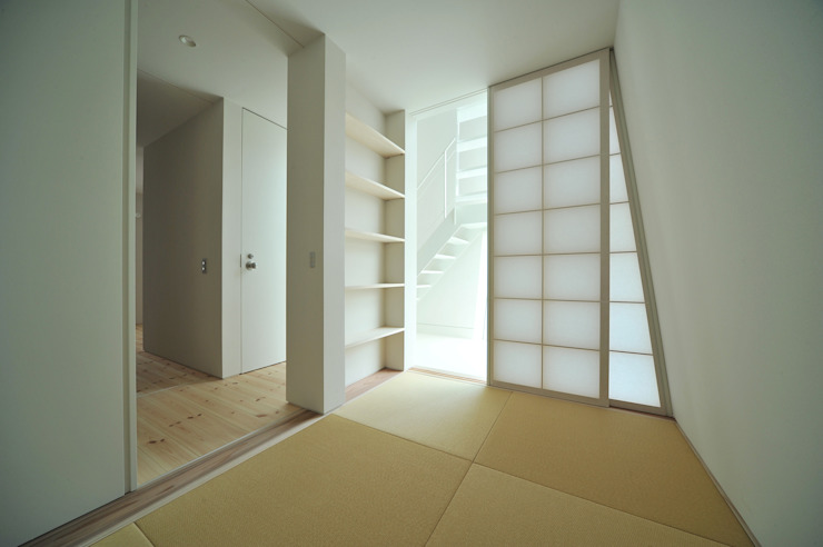 Takeru Shoji Architects.Co.,Ltd Eclectic style media room