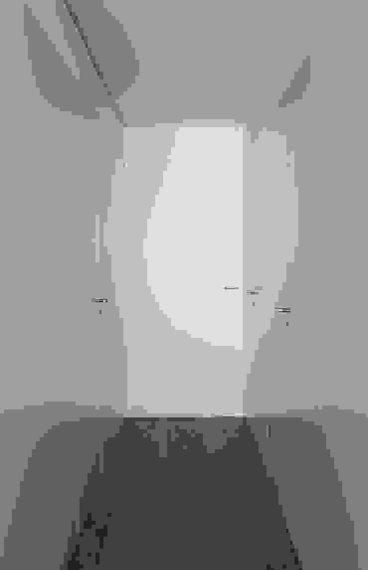 Mediterranean style corridor, hallway and stairs by Balzar Arquitectos Mediterranean
