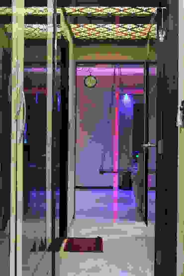 ห้องโถงทางเดินและบันไดสมัยใหม่ โดย VR Interior Designerss โมเดิร์น