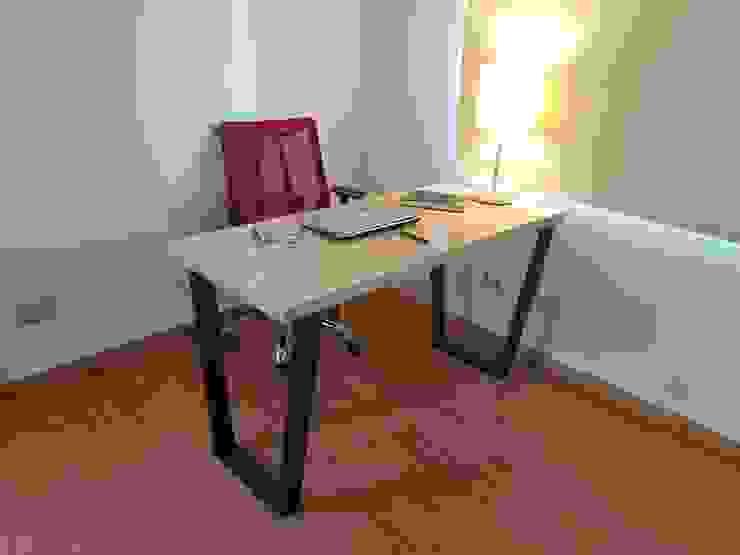 Escritorio Trapecio de SIMPLEMENTE AMBIENTE mobiliarios hogar y oficinas santiago Ecléctico