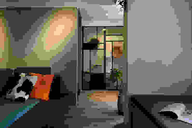 臨沂街-輕工業風 星葉室內裝修有限公司 工業風的玄關、走廊與階梯 金屬