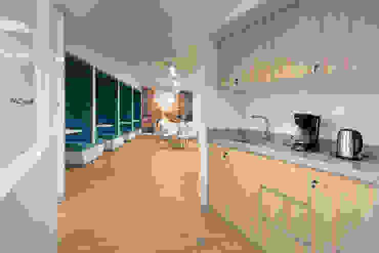 Kitchennette de LINEA & PUNTO - Diseño y Fabricacion de Muebles Moderno