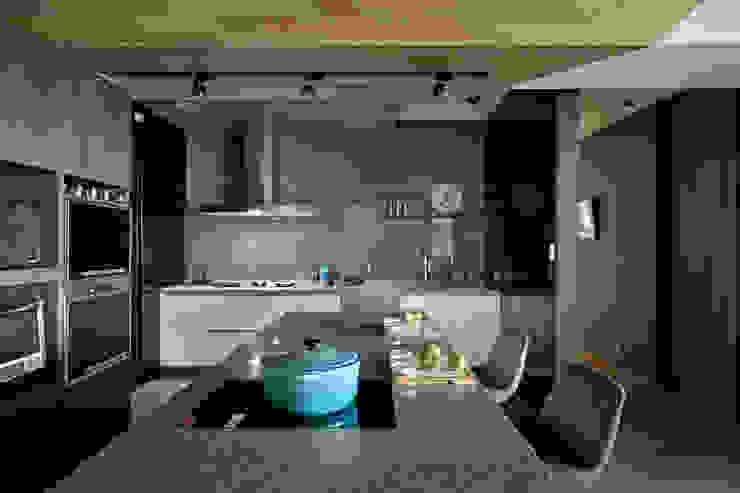 Nhà bếp phong cách hiện đại bởi 台中室內設計-築采設計 Hiện đại