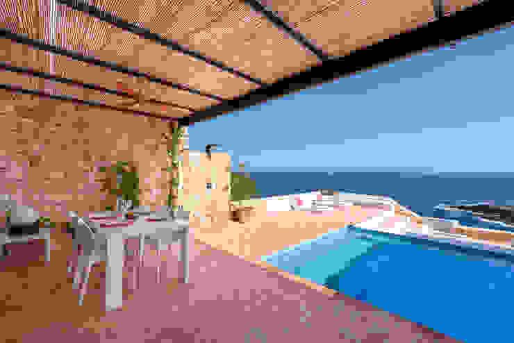 Mediterranean style balcony, veranda & terrace by Estatiba construcción, decoración y reformas en Ibiza y Valencia Mediterranean