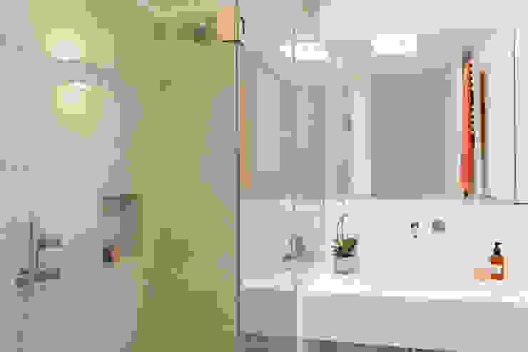 Mediterranean style bathroom by Estatiba construcción, decoración y reformas en Ibiza y Valencia Mediterranean