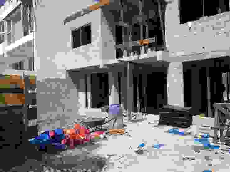 Baños de estilo moderno de Construcciones La Danta SA De CV Moderno