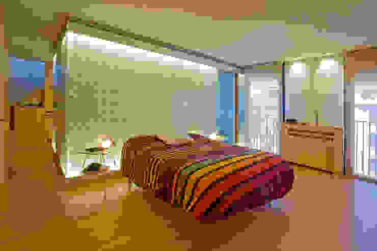 Minimalist bedroom by INFINISKI Minimalist