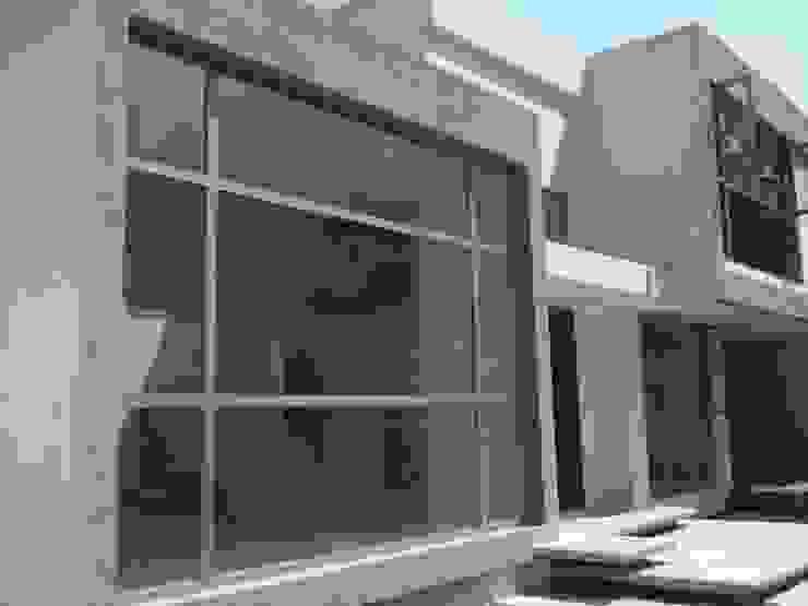 Cancelería de Aluminio Línea Española EURO WINDOWS Puertas y ventanas minimalistas Aluminio/Cinc Metálico/Plateado