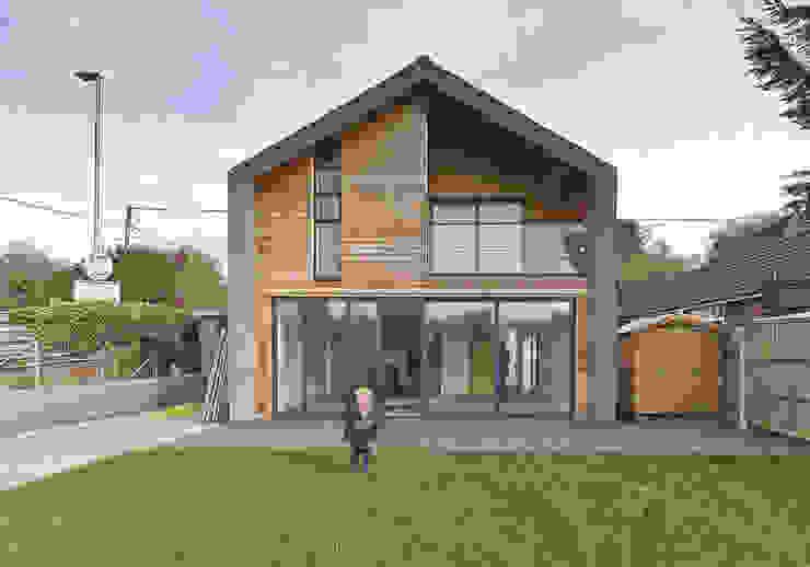 New Build Canal Side Home in Berkhampstead Rumah Modern Oleh Designcubed Modern Kayu Wood effect