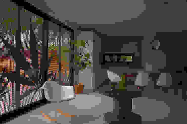 Living Livings de estilo minimalista de INFINISKI Minimalista