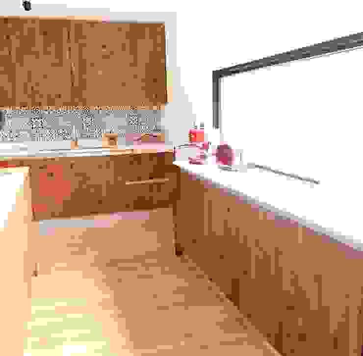 Kitchen units by INFINISKI, Country