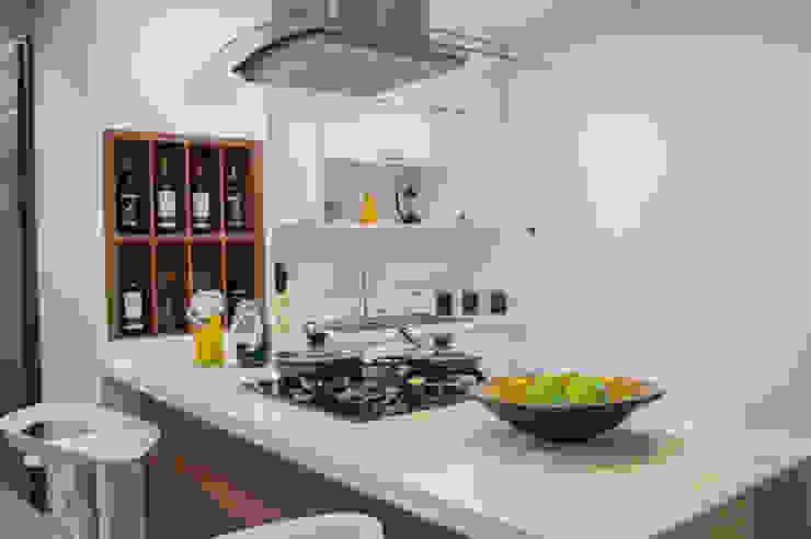 Show room Cocinas modernas de Constructora Cosenza Moderno Mármol