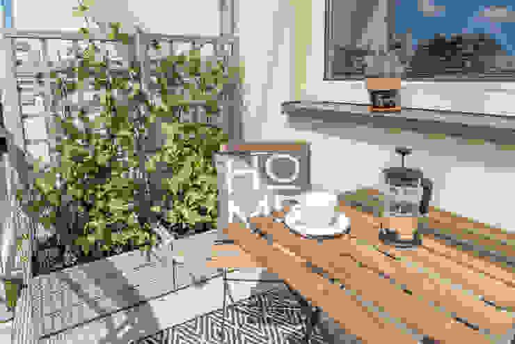 Home Staging na balkonie od Miejskie Ziele Nowoczesny