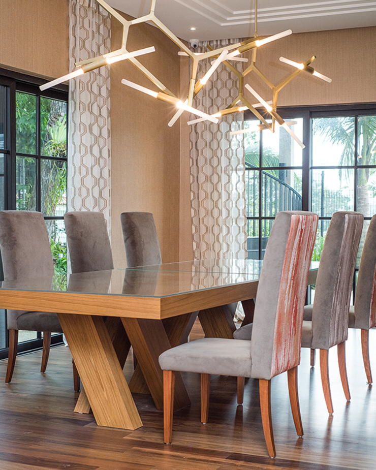 Bespoke Dining Furniture by Design Intervention Colonial style dining room by Design Intervention Colonial