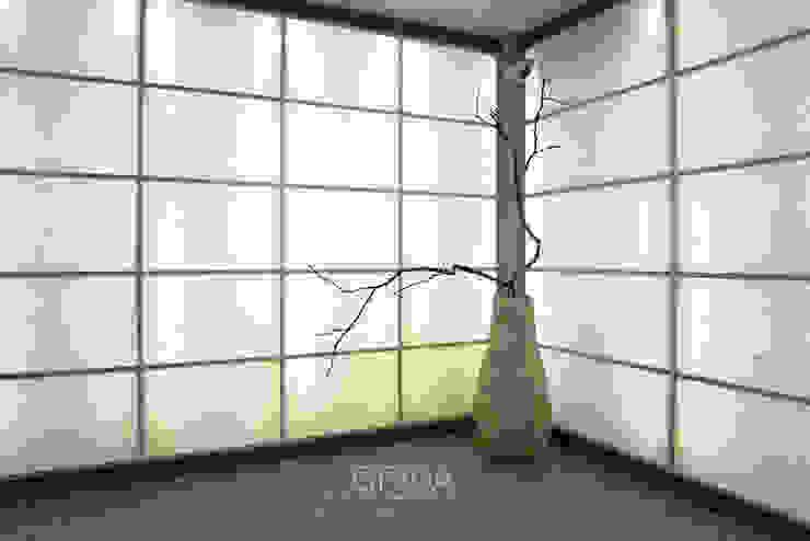 Phòng khách phong cách châu Á bởi 그리다아이디 Châu Á