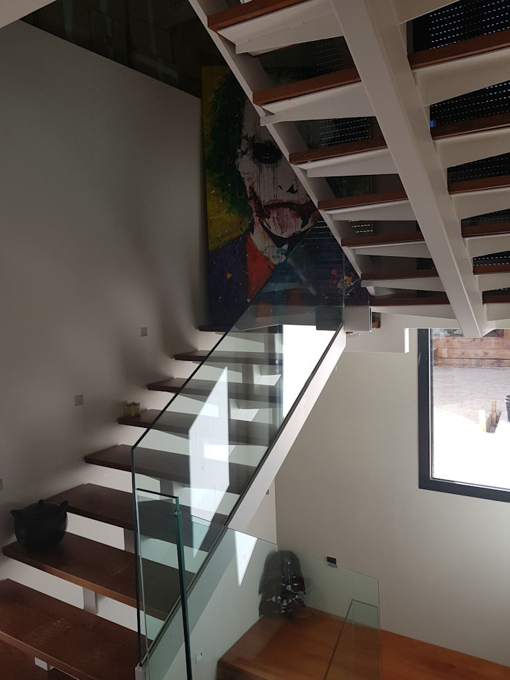 Escaleras voladas de MODULAR HOME Moderno