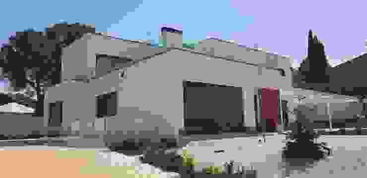 Fachada principal vivienda personalizada de hormigón de MODULAR HOME Moderno Hormigón