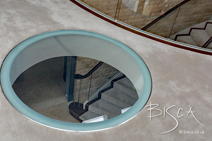 5510 - Glass Landing Modern corridor, hallway & stairs by Bisca Staircases Modern Glass
