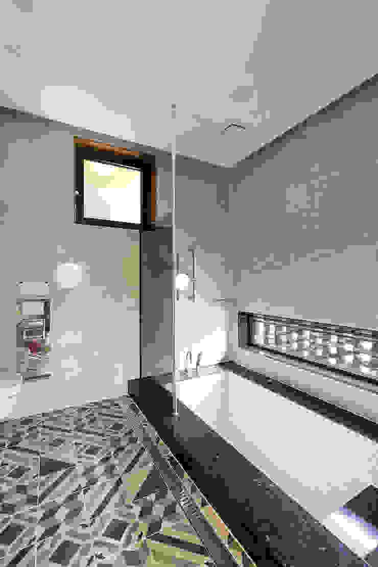 삼마당 집 모던스타일 욕실 by 명작건축사사무소 모던