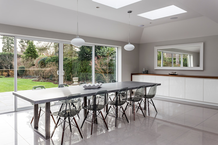 Linear kitchen, bright and light, grey kitchen, bespoke, hand-made, hertfordshire, de John Ladbury and Company Minimalista