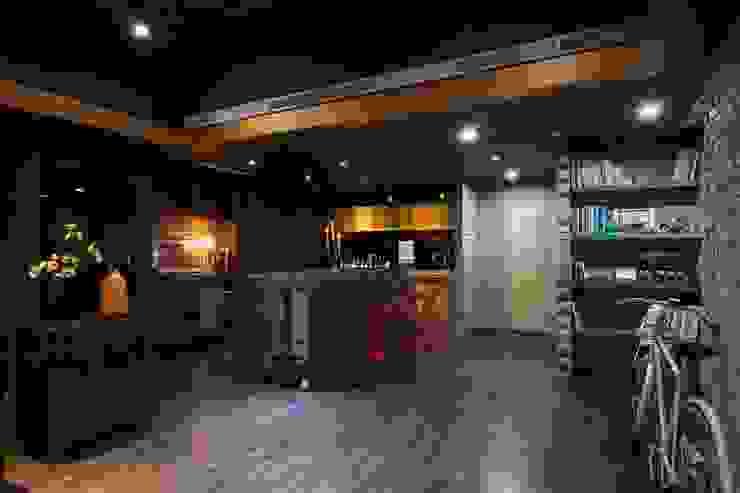以蘇州風情為主要概念, 以西方古典風格的吧台為引賓台,用西方古典來點綴來突顯中式風格 根據 敘述室內裝修設計有限公司 日式風、東方風
