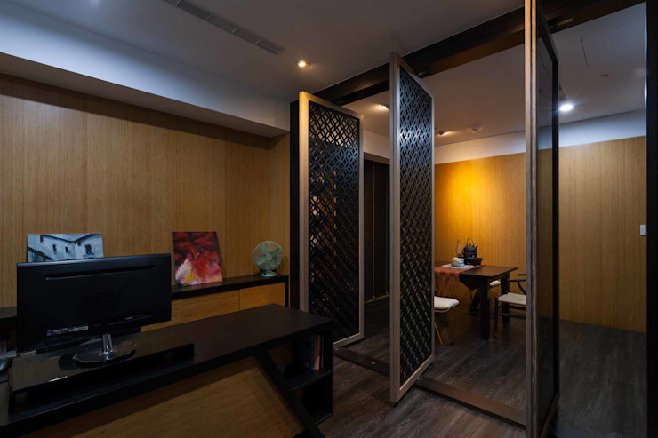 旋轉門隔開辦公室和洽談區 根據 敘述室內裝修設計有限公司 日式風、東方風