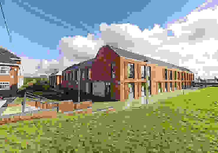 Beaumont School Escolas modernas por Designcubed Moderno Tijolo