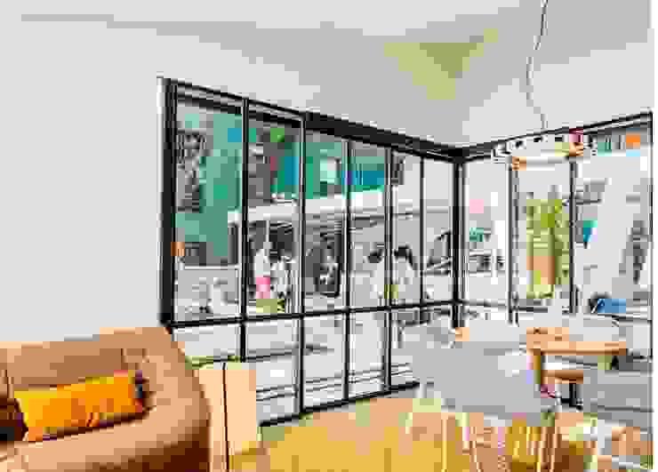 Vivienda Ecológica Infiniski en Exposición Casas estilo moderno: ideas, arquitectura e imágenes de INFINISKI Moderno