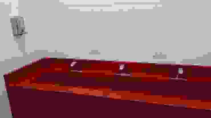 Griferia Eficiente & Ahorradora de sensor Baños de estilo moderno de End International Moderno Hierro/Acero