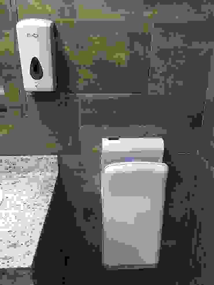Secador Ultra Eficiente de Manos Baños de estilo minimalista de End International Minimalista Plástico