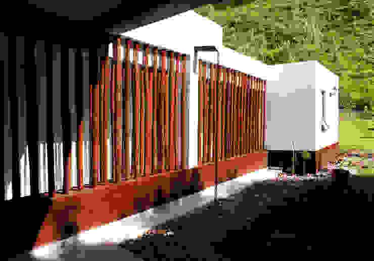 Fachada pasillo de habitaciones Pasillos, vestíbulos y escaleras de estilo rústico de EVA Arquitectos SAS Rústico