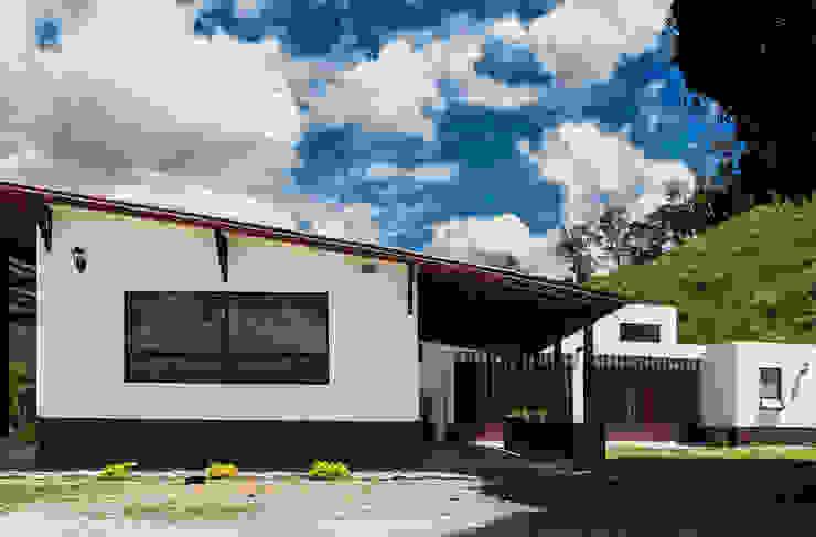 Finca Las Marías – Sasaima Casas de estilo rural de EVA Arquitectos SAS Rural