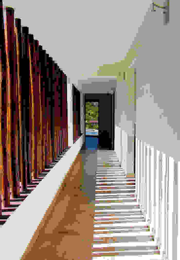 Pasillo de habitaciones Pasillos, vestíbulos y escaleras de estilo rústico de EVA Arquitectos SAS Rústico