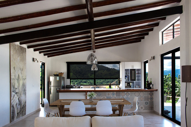 Finca Las Marías – Sasaima Salas de estilo rústico de EVA Arquitectos SAS Rústico