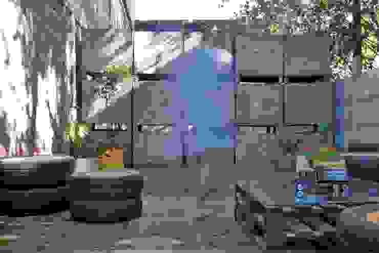 Proyecto Jardín Serminsa de Tallo Taller Industrial Madera Acabado en madera